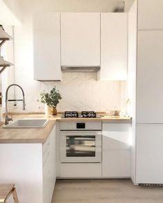 Apartment Kitchen Ideas: 20 Inspiring Decors for a Tiny Space Minimalist Kitchen Apartment décors Ideas Inspiring Kitchen Space Tiny Kitchen Room Design, Kitchen Layout, Home Decor Kitchen, Home Kitchens, Ikea Kitchens, Tiny Kitchens, Modern Kitchens, Kitchen Modern, Kitchen Living