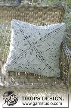 Lucky Charm Pillow case with lace pattern in Nepal by DROPS Design Free #knitting pattern