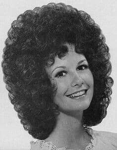 Sure, the bushy perms of the might be out of vogue, but there are copiousness (ge Teased Hair, Bouffant Hair, Curls For Long Hair, Full Hair, Permed Hairstyles, Retro Hairstyles, Bad Hair, Hair Day, Hair Movie