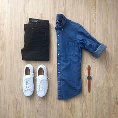 Comment porter une chemise en jean ? Exemple 1 : Pantalon slim noir et tennis blanches