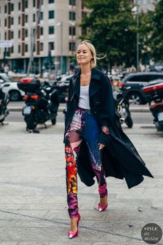 Thora Valdimarsdottir between the style exhibits. The publish Milan SS 2020 Street Style: Thora Valdimarsdottir appeared first on STYLE DU MONDE Street Style Chic, Cool Street Fashion, Look Fashion, Fashion Photo, Autumn Fashion, Paris Fashion, Milan Fashion Week Street Style, Spring Street Style, Milan Fashion Weeks