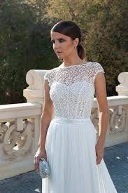 Znalezione obrazy dla zapytania suknia ślubna zakryte ramiona