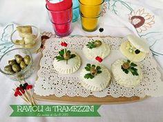 ravioli di tramezzini ---La cucina di ASI © 2015 annalisa altini Mini Tacos, Party Buffet, Hors D'oeuvres, Street Food, Catering, Food To Make, Food And Drink, Appetizers, Sweets