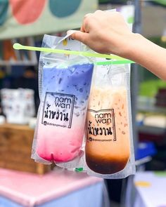 Talk about boba 😍 Fun Drinks, Yummy Drinks, Yummy Food, Tea Packaging, Food Packaging Design, Bubble Tea Shop, Boba Drink, Thai Tea, Fruit Smoothie Recipes