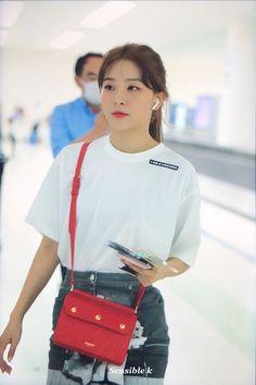 Check out Black Velvet @ Iomoio South Korean Girls, Korean Girl Groups, Red Velvet Photoshoot, Kang Seulgi, Red Velvet Seulgi, Kim Yerim, Velvet Fashion, Kpop Outfits, Airport Outfits