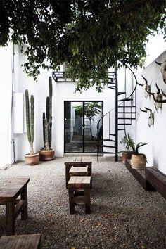 New Exterior Patios Courtyards Ideas Patio Interior, Interior And Exterior, Exterior Paint, Outdoor Spaces, Outdoor Living, Outdoor Decor, Outdoor Lounge, Indoor Outdoor, Rustic Outdoor