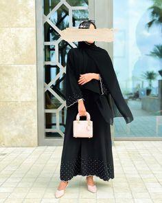 Abaya Fashion, Muslim Fashion, Teen Fashion Outfits, Fashion Dresses, Dress Design Drawing, Black Abaya, Outfit Look, Abaya Designs, Hijab Fashion Inspiration