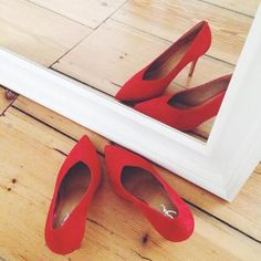 Red shoes👌🏼 We're feeling like a bit of colour today! Covet Fashion, Fashion Shoes, Dorothy Shoes, Zalando Style, Red Heels, Pumps Heels, Only Girl, Dream Shoes, Cool Things To Buy