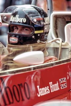 """James """"The Shunt"""" Hunt. My favourite driver of all time. Racing Helmets, F1 Racing, Drag Racing, Vintage Sports Cars, Vintage Race Car, Formula 1, Sport Cars, Race Cars, F1 Motor"""