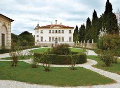 Splendida villa a Vicenza, dove gli splendidi affreschi di Giambattista e Giandomenico Tiepolo sono protagonisti assoluti dello spettacolo.
