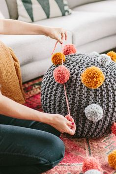 Use this clever #DIY pom pom idea to create a quirky cool DIY ottoman great for adults and kids alike. #ottoman #tutorial #home