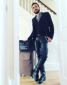 My place to show my love of leather fashion. Trying to find the limit between sexy leather fashion and leather fetish. and you will find pic of my self. 1950s Jacket Mens, Cargo Jacket Mens, Grey Bomber Jacket, Green Cargo Jacket, Mens Leather Pants, Tight Leather Pants, Men's Leather, Hoodie Jacket, Khaki Parka