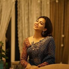 Madonna Sebastian Movie Photos, Stills Saree Jewellery, Pattu Saree Blouse Designs, Saree Styles, Blouse Styles, Kalamkari Saree, Bridal Silk Saree, Trendy Sarees, Saree Models, Saree Look