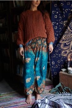Our unisex Turquoise Elephant Pants include one open front pocket, elasticized leg openings, and a comfortable elastic waist with drawstring for an easy slip-on style. Mode Hippie, Mode Boho, Hippie Vibes, Hippie Style Clothing, Hippie Outfits, Bohemian Pants Outfit, Boho Pants, Hippy Fashion, Modern Hippie Fashion