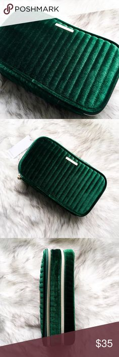 🆕 the deluxe velvet makeup bag • style name: the deluxe velvet makeup bag • color: forest green • plush quilted velvet makeup bag • luxe gold hardware • 2 compartments - front protected brush holders & pocket, back open large  section • perfect for gifting! • condition: brand new boutique item ____________________________________________________ ✅ make an offer!     ✅ i bundle! ✅ posh compliant closet ⛔️ no trades 🛍 boutique item THE EDGY SHOP Bags Cosmetic Bags & Cases