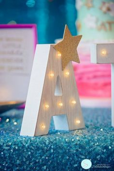 A twinkle twinkle little star birthday party is the perfect way to celebrate. Sparkly decoration, beautiful desserts, this party will bring the smiles. Glitter Birthday Parties, Carnival Birthday Parties, Circus Birthday, First Birthday Parties, Birthday Party Decorations, First Birthdays, Twinkle Twinkle Little Star Decorations, Twinkle Star Party, Birthday Themes For Boys