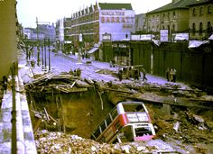 vintage everyday: Amazing Colour Pictures of London Under Siege from Nazi Bombers during World War II