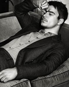 Josh Harnett. You used to be so freaking pretty. Why do you hide it from us?