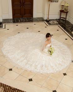 結婚式での花嫁ソロ写真〔お座りショット〕の可愛い撮り方まとめ | marry[マリー]