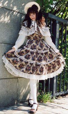 Oldschool classic lolita. My favorite style!