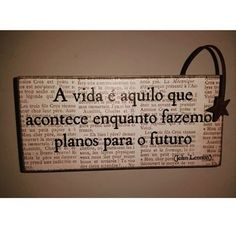 """A vida é aquilo que acontece enquanto fazemos planos para o futuro."" John Lennon ✌ Boa noite!  #boanoite #frases #frasesequotes #instafrases #frasedodia #reflexao #refletir #mensagens #pensamento #sabedoria #boasvibracoes #goodvibes #positividade #agora #opoderdoagora #minutosdereflexao"