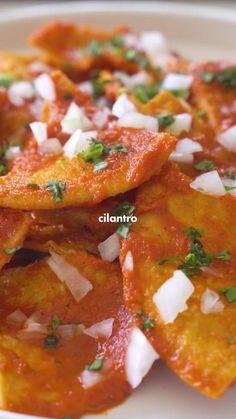 Spicy Recipes, Mexican Food Recipes, New Recipes, Vegan Recipes, Cooking Recipes, Ethnic Recipes, Vegetarian Breakfast, Vegan Breakfast Recipes, Chilaquiles Rojos Recipe