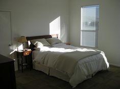 simple/minimal bedroom