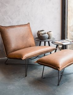 Leather lounge chair Earl with foot stool