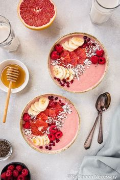 This easy Berry Citrus Smoothie Bowl is loaded with sweet, sour and fruity flavors, packed with nutrients and naturally sweet! It's easily customize-a – Rezepte Apple Smoothies, Strawberry Smoothie, Healthy Smoothies, Healthy Drinks, Grapefruit Smoothie, Smoothie Bowl, Best Smoothie Recipes, Healthy Recipes, Kreative Desserts