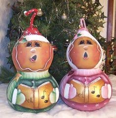 Gingerbread Gourd Chirstmas Carolers Pattern © by Cindy Trombley 2005 These two gourds have been painted into gingerbread carolers. I loved Christmas Tree Bulbs, Christmas Crafts, Christmas Decorations, Decorative Gourds, Hand Painted Gourds, Crown Painting, Tole Painting, Gourds Birdhouse, Country Paintings