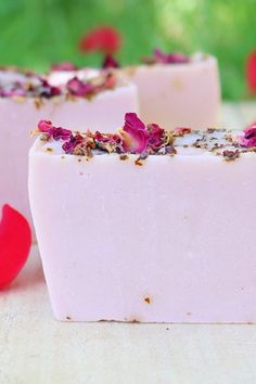 Soap Recipes and Ideas from Lovely Greens Garden Living & Making Handmade Soap Recipes, Handmade Soaps, Homemade Rose Water, Homemade Beauty, Dried Rose Petals, Flower Petals, Rose Geranium Essential Oil, Green Soap, Essential Oils Soap