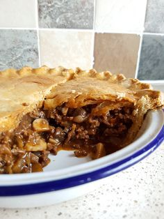 Recipe: Homemade Minced Beef and Mushroom Pie - Eat Explore Etc - Beef Recipes Corned Beef Recipes, Meat Recipes, Cooking Recipes, Minced Beef Recipes Easy, Minced Beef Pie, Beef And Mushroom Pie, Mushroom Recipes, Mince Dishes, Health And Wellness