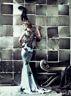 """Screen Test"" from the editorial ""Great Expectations"" | Model: Carey Mulligan, Photographer: Mario Testino, Vogue US, May 2013 Inspiration Great Gatsby, mode années 20 www.nofacenoname.blogspot.fr Instagram : @nofacenonameblog Twitter : @nfnnblog Facebook : https://www.facebook.com/nofacenonameblog #greatgatsby #annéesfolles #fashion #mode #roaringtwenties"