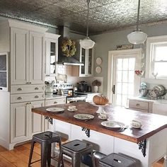 Quiet Sunday mornings are my favorite and with the time change, I feel like I accomplished more than I had planned! Farmhouse Kitchen Island, Cottage Kitchens, Rustic Kitchen, Kitchen Ideas, Country Kitchens, Farmhouse Renovation, Farmhouse Decor, Country Farmhouse, Country Life