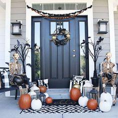 Halloween Porch Decorations, Halloween Home Decor, Halloween House, Table Decorations, School Door Decorations, Autumn Decorations, Outdoor Decorations, Seasonal Decor, Holiday Decor