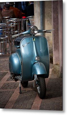 Riposo Della Vespa Metal Print By Kenneth Losurdo