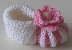 Baby Booties Knitting Pattern, Knit Baby Booties, Baby Knitting Patterns, Knitting Socks, Hand Knitting, Crochet Patterns, Crochet Baby, Knit Crochet, Baby Sewing