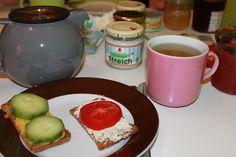 Lauras Frühstückstisch mal ohne Müsli: Brot mit Aufstrich