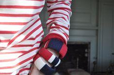 ¡Aprende a hacer pulseras de hilo estilo marinero, con los colores náuticos por excelencia: rojo, blanco y azul marino! El tutorial es muy sencillo, solo has de forrar un viejo brazalete.