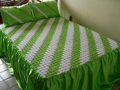 Crochet Leaf Patterns, Crochet Bedspread Pattern, Smocking Patterns, Patch Quilt, Applique Quilts, Bed Cover Design, Floral Bedspread, Yo Yo Quilt, Smocking Tutorial