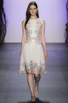 Tadashi Shoji  Spring 2016 Ready-to-Wear Fashion Show. Printemps 2016 Prêt-à-porter #mode #fashion