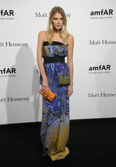 Dont let this pass you by. Dree Hemingway, Strapless Dress Formal, Formal Dresses, City Style, Red Carpet Fashion, Spring Summer Fashion, Henna, Glamour, Street Style