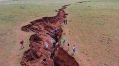 La Tierra se abre! Aparece una Enorme grieta en Sudáfrica