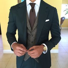 Suiting with a vest. I might costume my man like this Gentleman Mode, Gentleman Style, Fashion Mode, Suit Fashion, Fashion Photo, Sharp Dressed Man, Well Dressed Men, Moda Formal, Mens Attire
