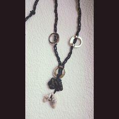 плетеные бусы; материал: шнур вощенный, металлическая фурнитура, камень, морская ракушка. #колье #бусы #хендмейд #handmade #necklace #украшения #украшенияручнойработы #handmadejewelry #jewelry #jewellery