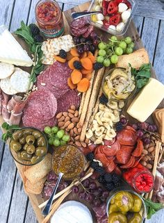 Charcuterie board Meat and cheese boards are my go-to for super chill, no stress summer entertaining. You can load them up with all your favorite cheese, cured meats, fruit, nuts Charcuterie Recipes, Charcuterie Platter, Charcuterie And Cheese Board, Antipasto Platter, Cheese Boards, Party Food Platters, Cheese Platters, Appetizers For Party, Appetizer Recipes