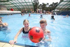 Waterpret in het overkapte buitenbad. Sports, Chalets, Hs Sports, Sport