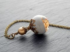 Ketten lang - Kette - Kugel mit Gold aus Resin und Beton - ein Designerstück von Fontaenchen bei DaWanda
