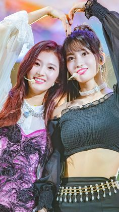 Twice-Sana & Momo 181105 Come Back Showcase Nayeon, Kpop Girl Groups, Korean Girl Groups, Kpop Girls, Extended Play, Sana Cute, Sana Momo, Sana Minatozaki, Song Of The Year