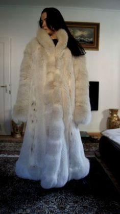 Arctic Renard Fox Volpe Renard renard manteau manteau de fourrure fourrure Puffer Coat With Fur, Fox Fur, Arctic, Womens Fashion, Model, Fur Coats, Furs, Jackets, Winter Fashion